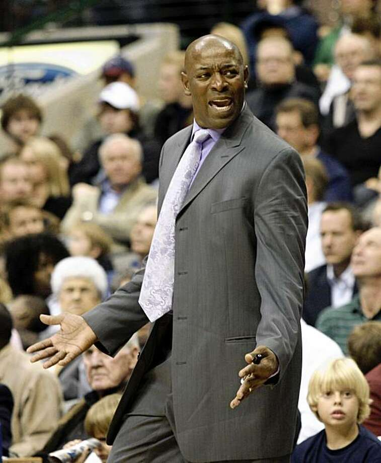 Golden State Warriors assistant coach Keith Smart, subbing for Don Nelson because of illness, complains about a call during the first half of an NBA basketball game against the Dallas Mavericks on Tuesday in Dallas. Photo: Sharon Ellman, AP