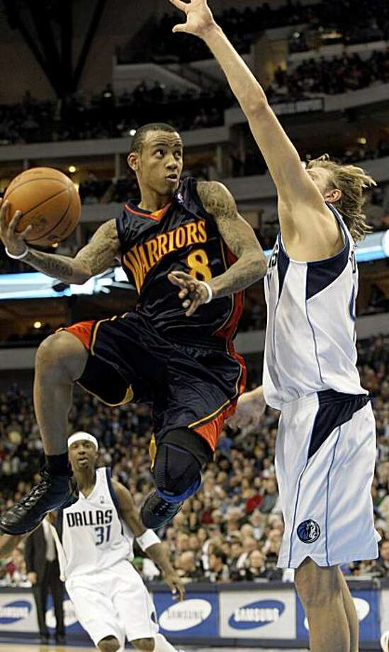 Golden State Warriors guard Monta Ellis (8) looks to pass around Dallas Mavericks forward Dirk Nowitzki (41), of Germany, during the first half of an NBA basketball game Tuesday, Nov. 24, 2009, in Dallas. (AP Photo/Sharon Ellman) Photo: Sharon Ellman, AP