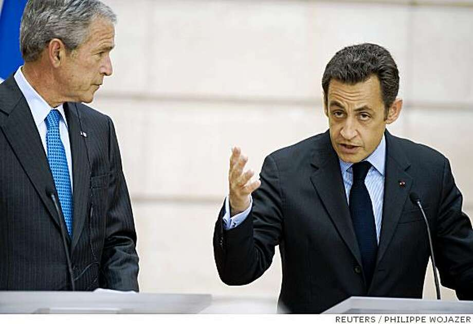 France's President Nicolas Sarkozy (R) and U.S. President George W. Bush attend a joint news conference at the Elysee Palace after a bilateral meeting in Paris June 14, 2008.       REUTERS/Philippe Wojazer   (FRANCE) Photo: PHILIPPE WOJAZER, REUTERS