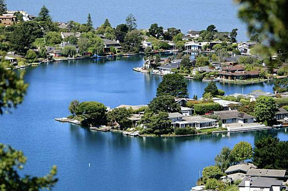 Beautiful million dollar houses with amazing views of San Francisco located in Tiburon Calif., on August 3, 2009. Photo: Frederic Larson, The Chronicle