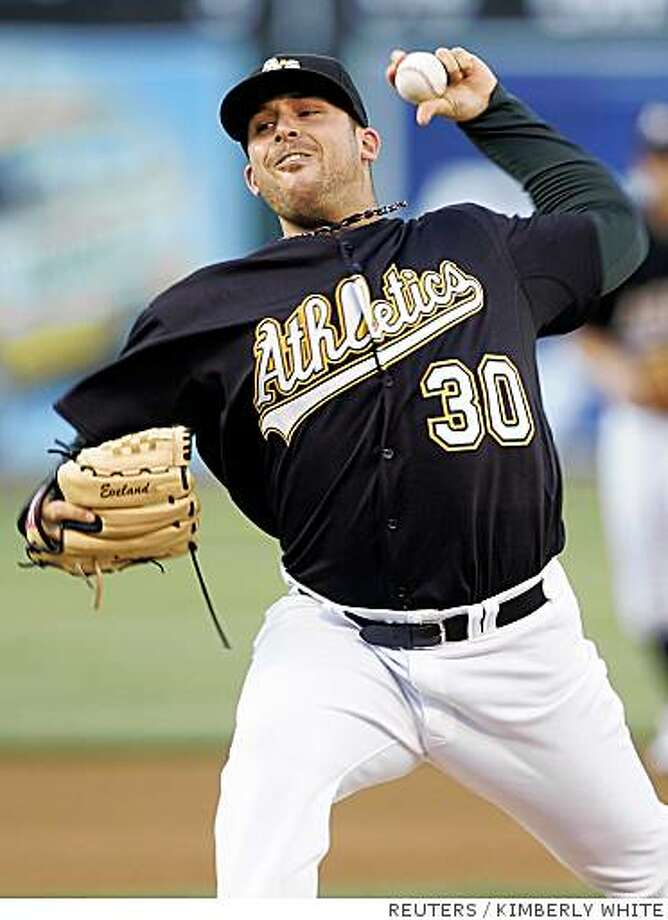 Oakland Athletics pitcher Dana Eveland throws in the first inning of a MLB baseball game against the New York Yankees in Oakland, California, June 10, 2008. REUTERS/Kimberly White (UNITED STATES) Photo: KIMBERLY WHITE, REUTERS