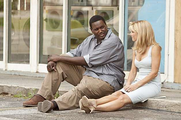 QUINTON AARON as Michael Oher and SANDRA BULLOCK as Leigh Anne Tuohy in Alcon Entertainment�s drama �The Blind Side,� a Warner Bros. Pictures release. Photo: Ralph Nelson, Alcon Film Fund