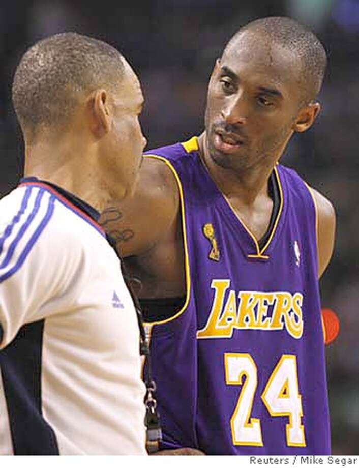 Los Angeles Lakers Kobe Bryant (R) speaks with the referee during a break in play against the Boston Celtics in the second half in Game 2 of the NBA Finals basketball championship in Boston, June 8, 2008. REUTERS/Mike Segar (UNITED STATES) Photo: Mike Segar