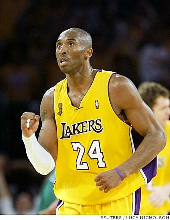 Los Angeles Lakers Kobe Bryant celebrates a three pointer against the Boston Celtics during the fourth quarter in Game 3 of the NBA Finals basketball championship in Los Angeles, June 10, 2008.     REUTERS/Lucy Nicholson (UNITED STATES) Photo: LUCY NICHOLSON, REUTERS
