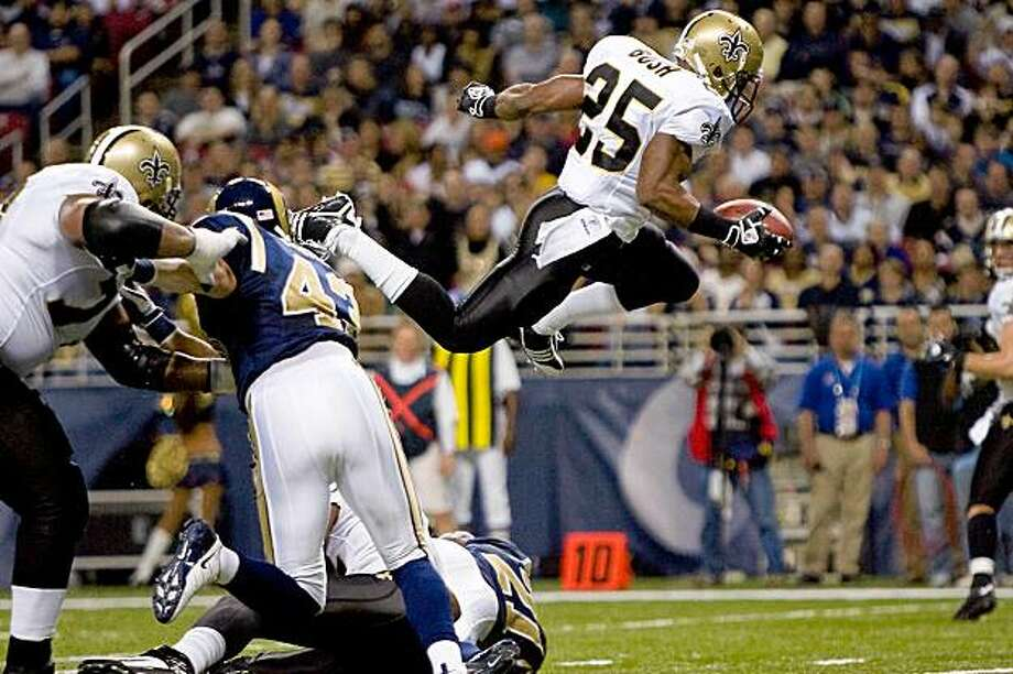 ST. LOUIS - NOVEMBER 15: Reggie Bush #25 of the New Orleans Saints scores a touchdown against the St. Louis Rams at the Edward Jones Dome on November 15, 2009 in St. Louis, Missouri.  (Photo by Dilip Vishwanat/Getty Images) Photo: Dilip Vishwanat, Getty Images