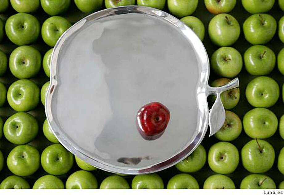 Apple platter in sand cast aluminum for oven to table, from Lunares. Photo: Lunares