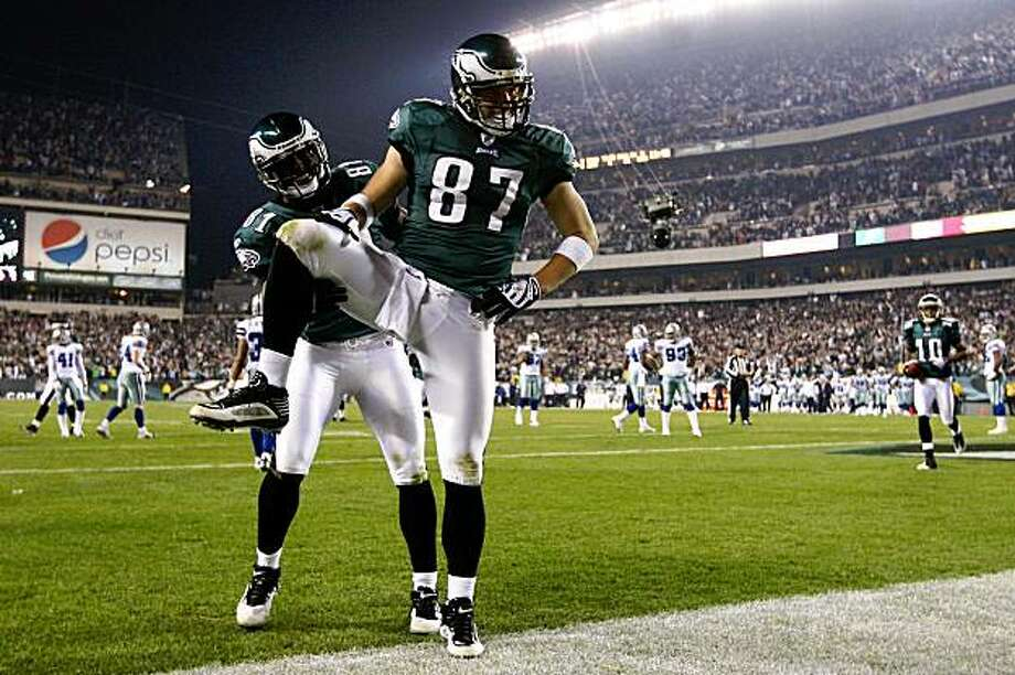 PHILADELPHIA - NOVEMBER 08:  Brent Celek #87 and Jason Avant #81 of the Philadelphia Eagles celebrate after Celek scored on a 11-yard touchdown reception in the third quarter against the Dallas Cowboys at Lincoln Financial Field on November 8, 2009 in Philadelphia, Pennsylvania. The Cowboys won 20-16. (Photo by Al Bello/Getty Images) Photo: Al Bello, Getty Images