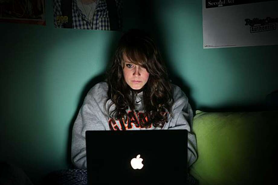 Ellie Ritter, 15 year old student at San Rafael High School, chats with her friends on Facebook at her home in San Rafael, Calif., on Thursday, Nov. 5, 2009. Photo: Lacy Atkins, The Chronicle