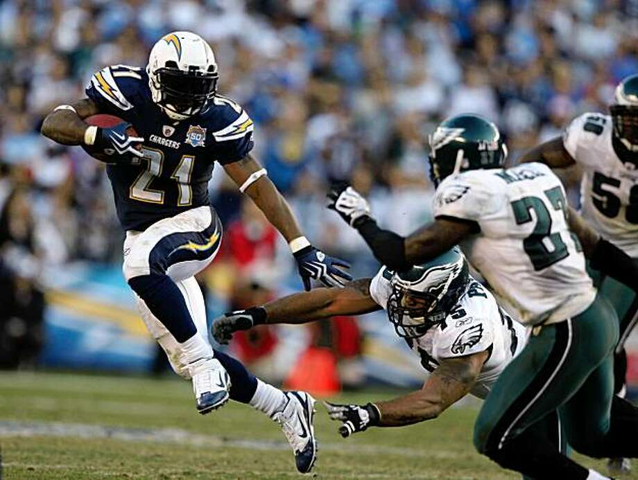 SAN DIEGO, CA - NOVEMBER 15:  Runningback LaDainian Tomlinson #21 of the San DIego Chargers runs for a gain during the game against the Philadelphia Eagles on November 15, 2009 at Qualcomm Stadium in San Diego, California. Chargers won 31-23. (Photo by Donald Miralle/Getty Images Photo: Donald Miralle, Getty Images