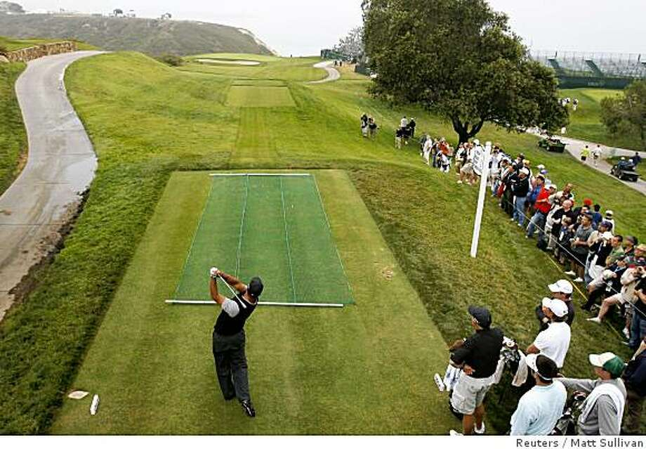 Tiger Woods hits from the third tee during a practice round for the 108th U.S. Open at Torrey Pines golf course in San Diego June 9, 2008. Photo: Matt Sullivan, Reuters