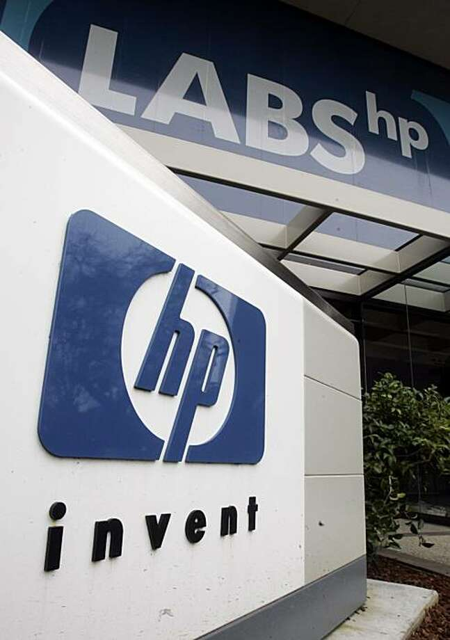 FILE - In this March 8, 2009 file photo, the Hewlett-Packard Co. facility in Palo Alto, Calif., is shown. Hewlett-Packard Co. on Wednesday, Nov. 11, 2009 said it has agreed to buy networking software and equipment maker 3Com Corp. for about $2.7 billion in cash. (AP Photo/Paul Sakuma) Photo: Paul Sakuma, AP