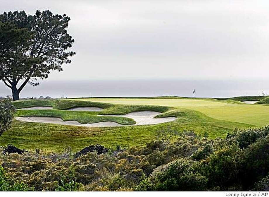 ** ADVANCE FOR WEEKEND EDITIONS, JUNE 7-9  ** The 225 yards par-3 16th hole on the South Course at Torrey Pines is shown Tuesday, May 13, 2008, in San Diego. The course is the site of the 108th United States Open golf championship to be contested from June 12-15. (AP Photo/Lenny Ignelzi) Photo: Lenny Ignelzi, AP
