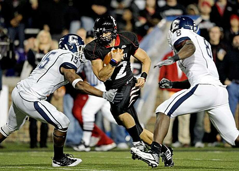 CINCINNATI - NOVEMBER 07:  Zach Collaros #12 of the Cincinnati Bearcats runs for a touchdown against the Connecticut Huskies during the Big East Conference game at Nippert Stadium on November 7, 2009 in Cincinnati, Ohio.  (Photo by Andy Lyons/Getty Images) Photo: Andy Lyons, Getty Images