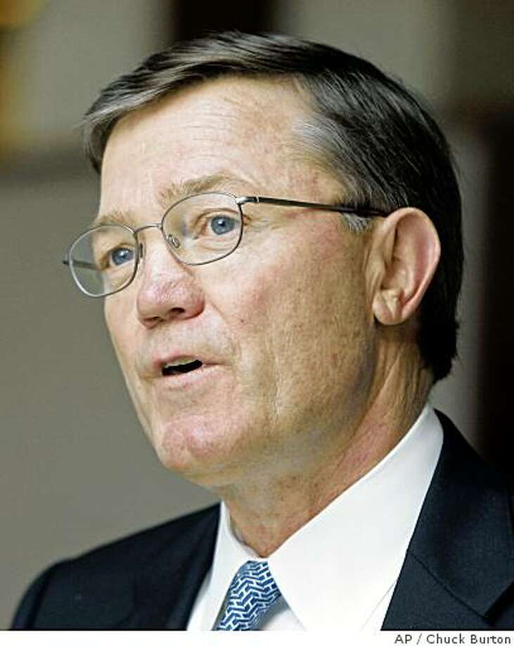 **FILE** In this Feb. 21, 2008 file photo, Wachovia CEO Ken Thompson talks to employees at the bank's corporate headquarters in Charlotte, N.C. Wachovia's board of directors has asked Chief Executive Ken Thompson to retire, Monday, June 2, 1008. (AP Photo/Chuck Burton, file) Photo: Chuck Burton, AP