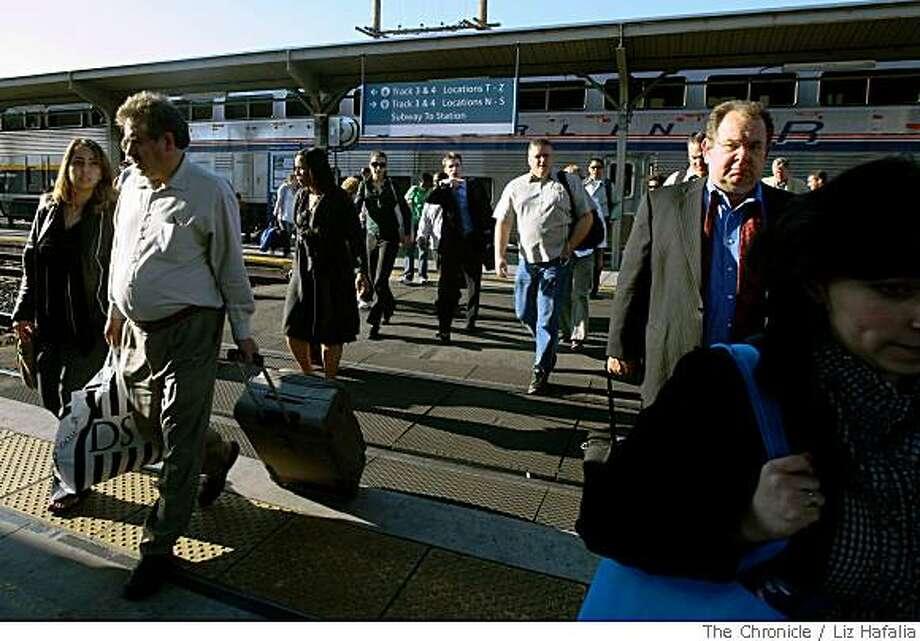 Passengers getting off  the Capitol Corridor in Sacramento, Calif., on Thursday, May 29, 2008. The Chronicle Photo: Liz Hafalia, The Chronicle