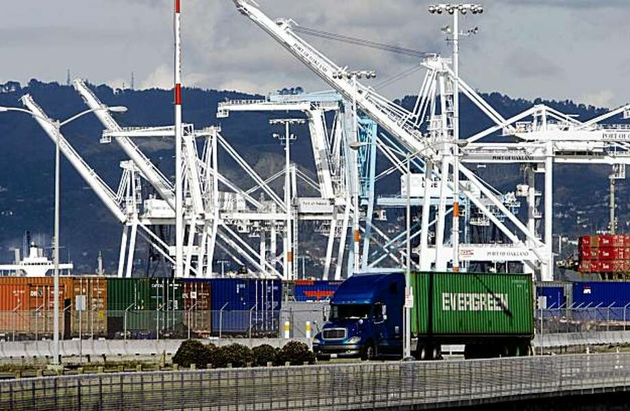 Terminals for Berths 32 and 33 are seen from Port View Park at the Port of Oakland in Oakland, Calif., on Wednesday, Mar. 4, 2009. Photo: Kim Komenich, The Chronicle