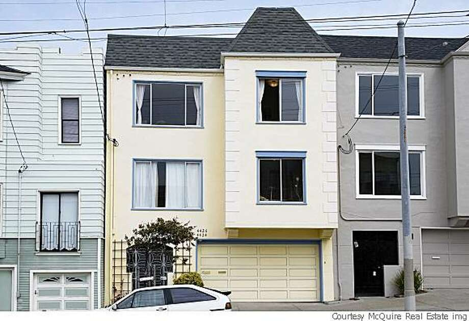 Exterior elevation of Megan Christoph and husband Scott Davis Outer Richmond condo.The couple's agent,Cynthia Cummins, said it compared weill to listings at $625,000. Thecouple thenlisted it for $589,00 and sold it two weeks later for $577,000.  Proof that even in a bad market, houses sell if they're clean and priced right. Photo: Courtesy McQuire Real Estate Img