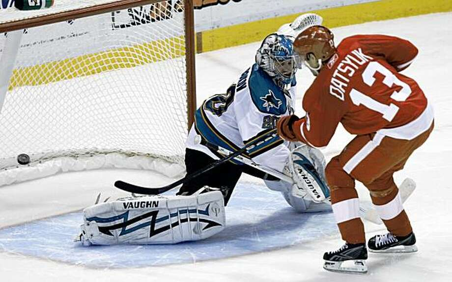 Detroit Red Wings Pavel Datsyuk, of Russia, scores a shootout goal against San Jose Sharks goalie Evgeni Nabokov, of Kazakhstan, in an NHL hockey game in Detroit, Thursday, Nov. 5, 2009. Detroit won 2-1. (AP Photo/Paul Sancya) Photo: Paul Sancya, AP