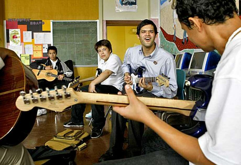 Alex Pinto, a Music Corps volunteer works with students at the Horrace Mann Middle School, Thursday Oct. 15, 2009, in San Francisco, Calif. Photo: Lacy Atkins, The Chronicle