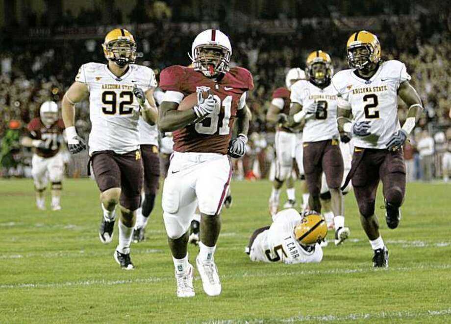 Stanford running back Stepfan Taylor, center, runs into the endzone for a touchdown against Arizona State during the fourth quarter of a NCAA college football game in Stanford, Calif., Saturday, Oct. 24, 2009. (AP Photo/Marcio Jose Sanchez) Photo: Marcio Jose Sanchez, AP