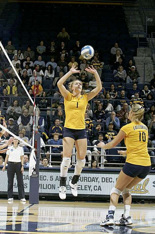 Carli Lloyd of the Cal volleyball team in 2008. Photo: GoldenBearSports.com
