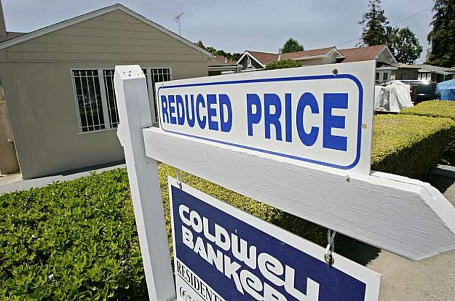 A price reduced sign is posted at a home for sale in East Palo Alto, Calif., Monday, May 12, 2008. A closely watched housing index shows U.S. home prices dropped at the sharpest rate in two decades during the first quarter. (AP Photo/Paul Sakuma) Photo: Paul Sakuma, AP