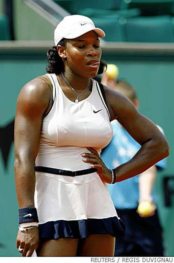 Serena Williams of the U.S. reacts during her match against Slovenia's Katarina Srebotnik at the French Open tennis tournament at Roland Garros in Paris May 30, 2008. REUTERS/Regis Duvignau (FRANCE) Photo: REGIS DUVIGNAU, REUTERS