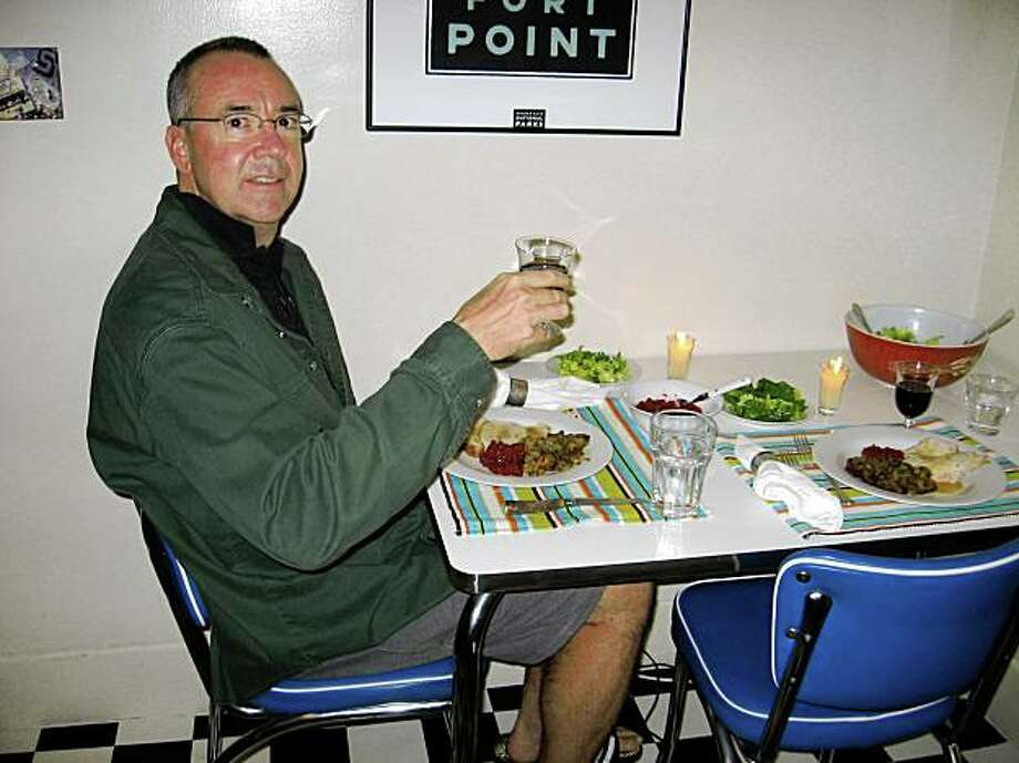 Sam Whiting gives a toast on Thanksgiving 2007 in the Ralph and Alice Kramden kitchen. Photo: Tori Ritchie