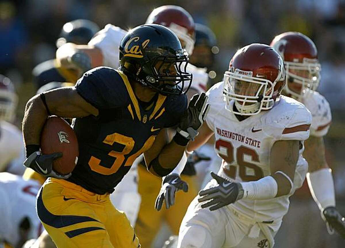 BERKELEY, CA - OCTOBER 24: Shane Vereen #34 of the California Golden Bears runs with the ball against the Washington State Cougars at California Memorial Stadium on October 24, 2009 in Berkeley, California. (Photo by Jed Jacobsohn/Getty Images)