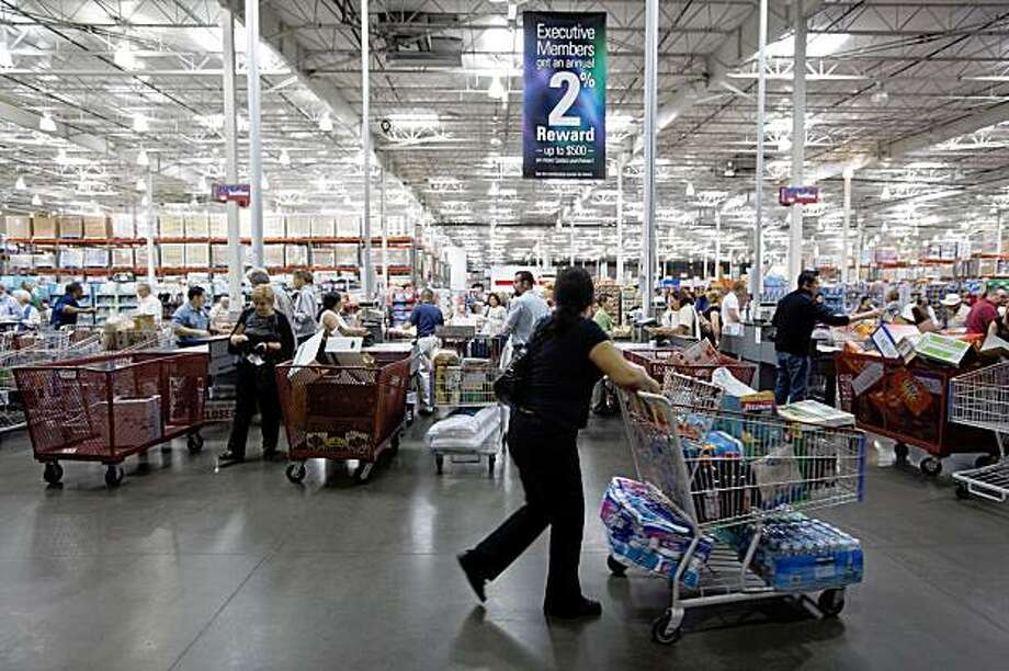 In this Oct. 6, 2009 photo, people shop at the Costco Wholesale Burbank store in Burbank, Calif. Costco said Wednesday, Oct. 28, 2009, it will start accepting food stamps at its warehouse clubs nationwide after testing them at stores in New York. (AP Photo/Damian Dovarganes) Photo: Damian Dovarganes, AP
