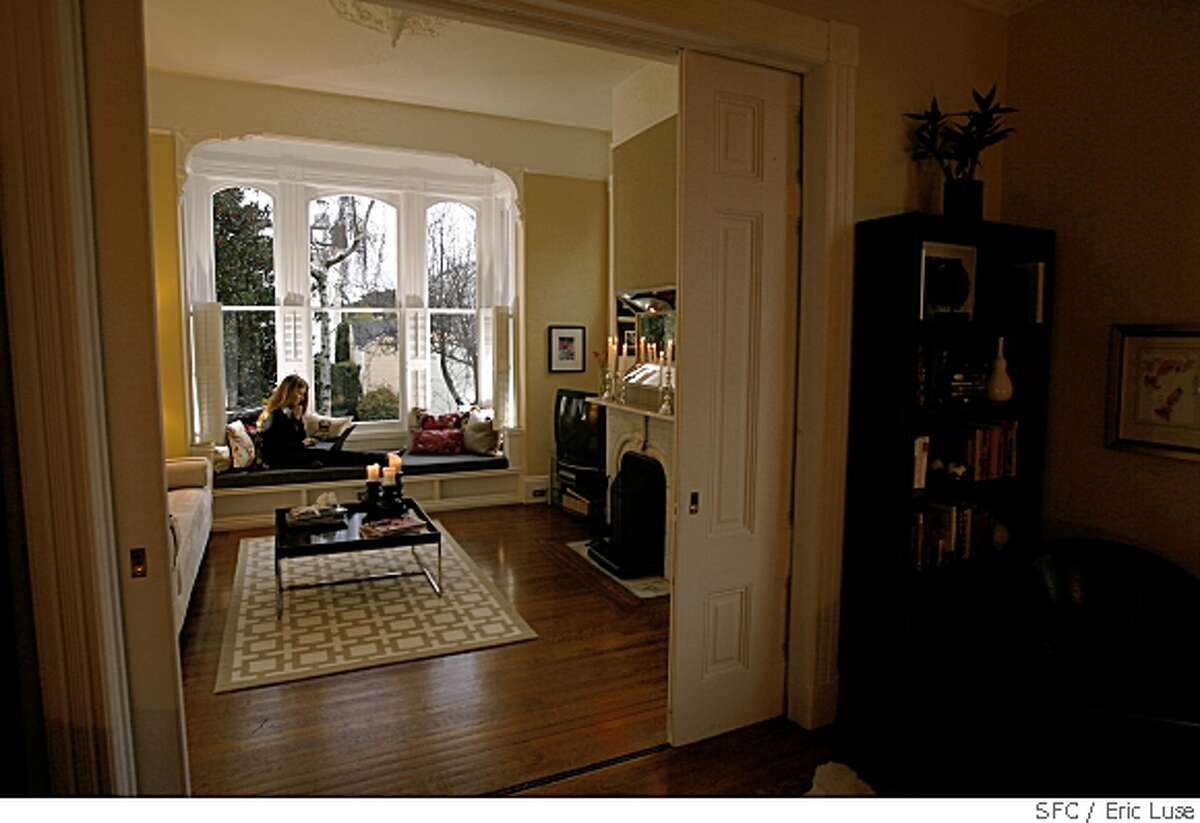 sigstyle_sales_brockman_277_el.jpg From the living room looking in to the front room with Margo working in the window seat of their flat. Large pocket doors can separate the two rooms.Margo Brockman and Ted Ariel's home in San Francisco rebuilt by Enid Sales, first female contractor in the state. Eric Luse / The ChroniclePhoto taken on 1/8/08, in San Francisco, CA, USAName cq by sourceMargo BrockmanTed ArielEnid Sales