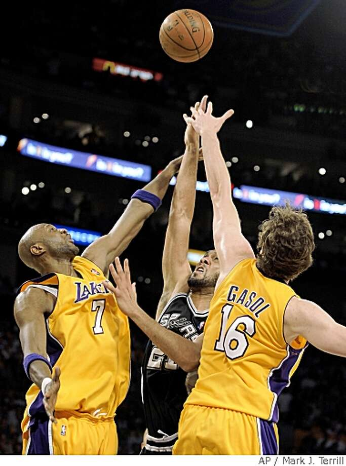 Los Angeles Lakers' Lamar Odom (7) and Pau Gasol (16), of Spain, block the shot of San Antonio Spurs' Tim Duncan in the second half of Game 1 of the NBA Western Conference basketball finals, Wednesday, May 21, 2008 in Los Angeles. (AP Photo/Mark J. Terrill) Photo: Mark J. Terrill, AP