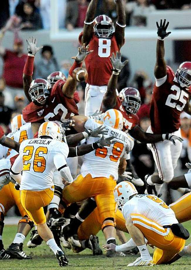 Alabama defensive lineman Terrence Cody (62), left,  blocks a field goal by Tennessee kicker Daniel Lincoln (26) in the closing seconds of the fourth quarter to clinch the Crimson Tide's 12-10 victory in an NCAA college football game, at Bryant-Denny Stadium in Tuscaloosa, Ala., Saturday, Oct. 24, 2009.  (AP Photo/Birmingham News,  Mark Almond) Photo: Mark Almond, AP
