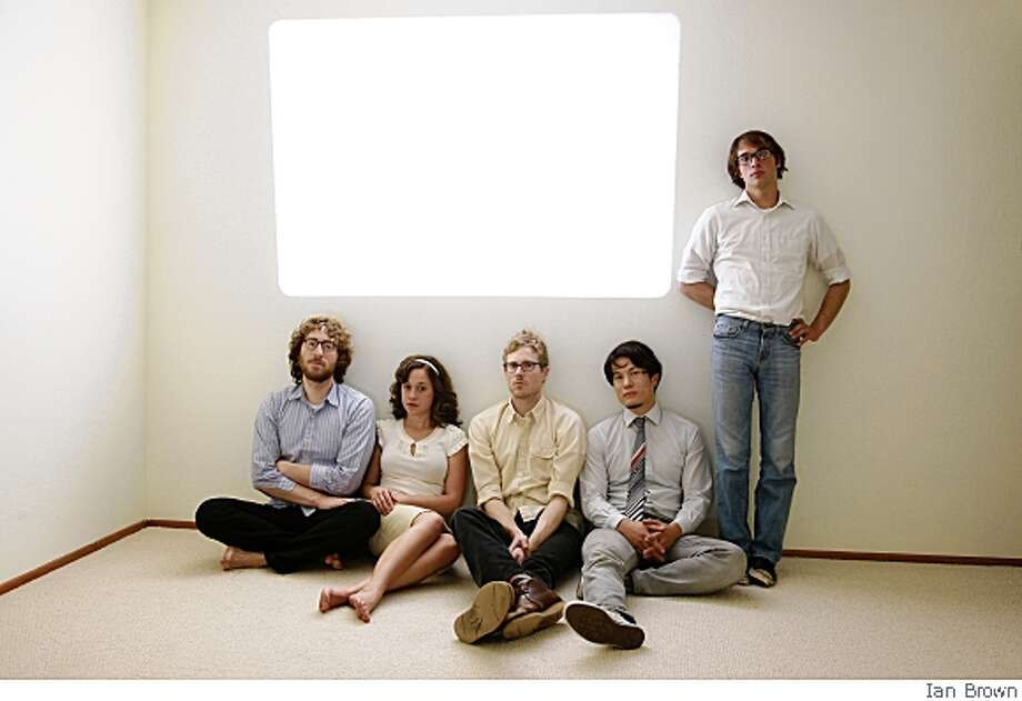 S.F. surf pop band The Botticellis. L-R: Alexi Glickman, Blythe Foster, Ian Nansen, Burton Li, Zack Ehrlich. Bandwidth feature 5/22/08. Photo: Ian Brown