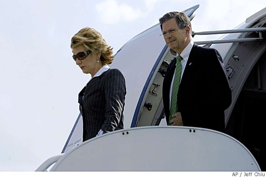 Carly Fiorina, left, and Charlie Black, advisers to Republican presidential candidate, Sen. John McCain, R-Ariz., walk off McCain's chartered plane Monday, May 19, 2008, in Savannah, Ga.  (AP Photo/Jeff Chiu) Photo: Jeff Chiu, AP