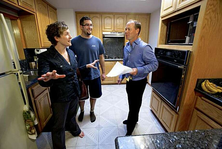 Kevin Kieffer, (right) a realtor with Keller Williams Real Estate, shows first time buyers Megan and Jeremy Brotherton a home in Livermore, Ca. which is a short sale property, on Tuesday October 13, 2009. Photo: Michael Macor, The Chronicle