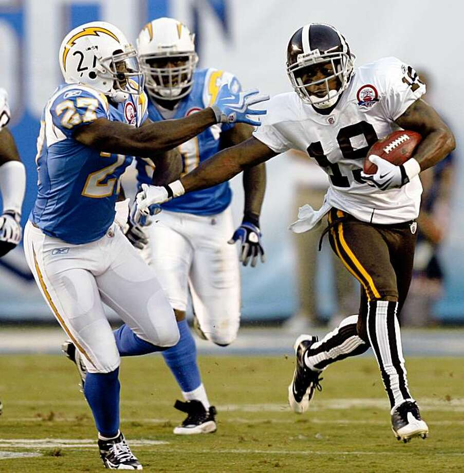 Denver Broncos' Eddie Royal pushes away San Diego Chargers' Paul Oliver while returning a kickoff 93-yards for a touchdown during the first quarter of an NFL football game Monday, Oct. 19, 2009 in San Diego. (AP Photo/Denis Poroy) Photo: Denis Poroy, AP