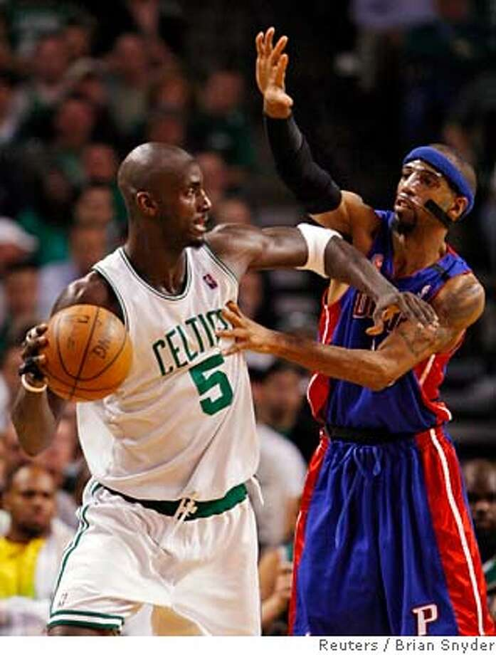 Boston Celtics' Garnett works to the basket on Detroit Pistons' Hamilton during NBA Eastern Conference final basketball playoff series in Boston Photo: BRIAN SNYDER