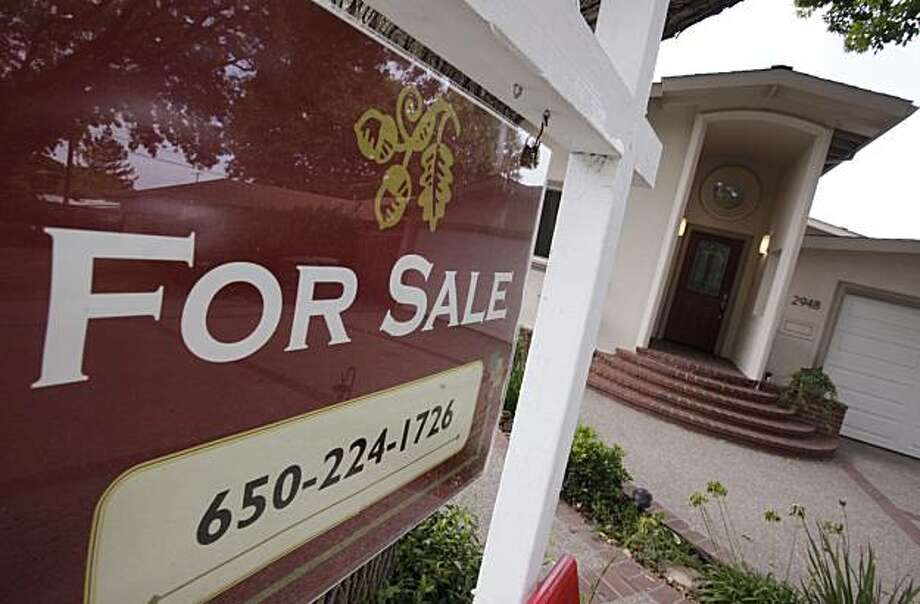 A home for sale in Palo Alto, Calif., Thursday, Sept. 24, 2009, is shown. Home resales dipped unexpectedly last month after a four-month streak of gains, providing evidence that the housing market recovery remains fragile.  (AP Photo/Paul Sakuma) Photo: Paul Sakuma, AP