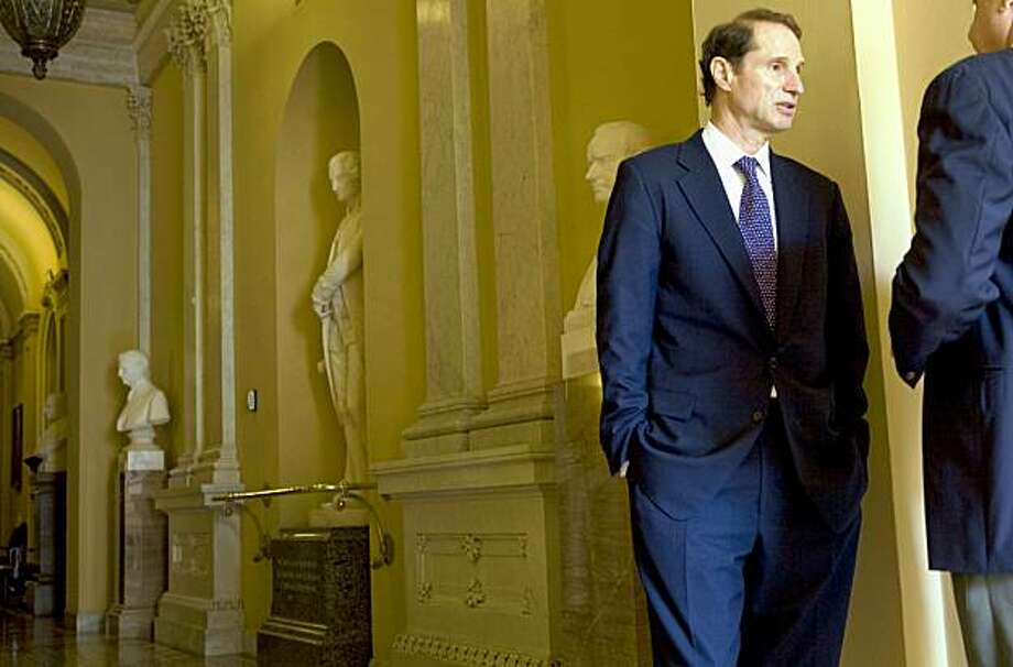 Sen. Rob Wyden (D-Ore.) at the Capitol on Tuesday, Oct. 6, 2009. Wyden  is one of four members of the Senate Finance Committee who have not yet said whether they will vote for the committeeÕs version of health care reform legislation.  (Stephen Crowley/The New York Times) Photo: STEPHEN CROWLEY, NYT