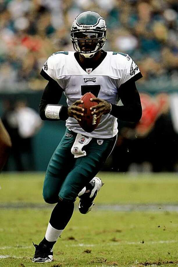 PHILADELPHIA - SEPTEMBER 27:  Quarterback Michael Vick #7 of the Philadelphia Eagles runs the ball against the Kansas City Chiefs during their game on September 27, 2009 at Lincoln Financial Field in Philadelphia, Pennsylvania.  (Photo by Travis Lindquist/Getty Images) Photo: Travis Lindquist, Getty Images