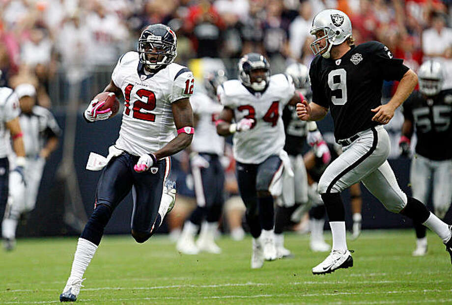 HOUSTON - OCTOBER 04:  Jacoby Jones #12 of the Houston Texans runs for a touchdown past Shane Lechler #9 of the Oakland Raiders at Reliant Stadium on October 4, 2009 in Houston, Texas.  (Photo by Ronald Martinez/Getty Images) Photo: Ronald Martinez, Getty Images