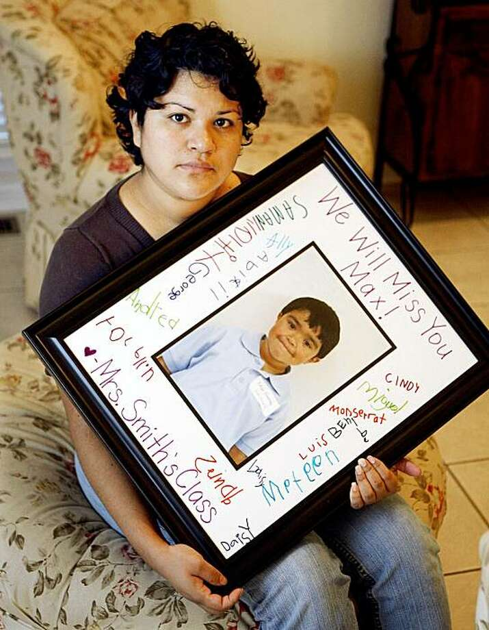 Ruth Gomez holds a photo of her son, Max, 5, in her Nashville, Tenn. home Oct. 8, 2009.  The picture was signed by his kindergarten classmates after he died of swine flu Aug. 31. (AP Photo/Mark Humphrey) Photo: Mark Humphrey, AP