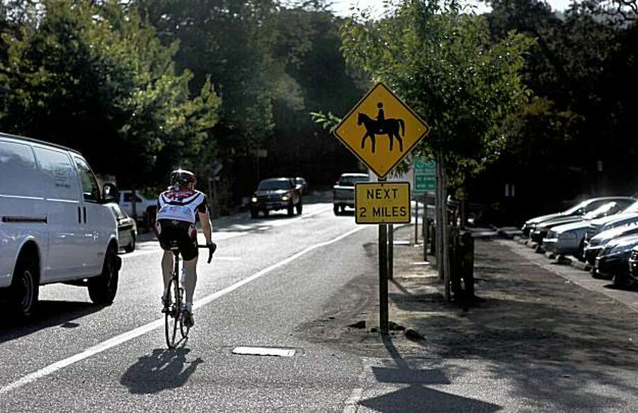 Highway 84 heading west through the town of Woodside, Calif., on Tuesday, October 6, 2009. Woodside is a weekend destination spot for cycling enthusiasts who enjoy the pristine trails running through the Santa Cruz Mountains. It also draws crowds for its county parks and four-star restaurants. Photo: Liz Hafalia, The Chronicle