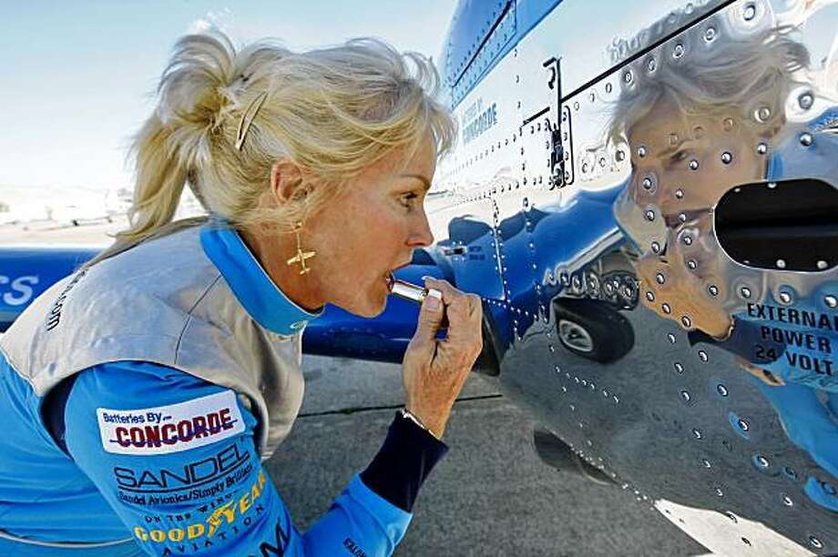 Julie Clark uses the reflection from her plane to put her lipstick, Wednesday Oct. 7, 2009, in Oakland, Calif. Photo: Lacy Atkins, The Chronicle