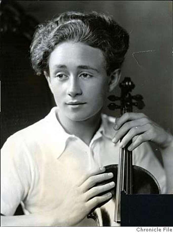 ###Live Caption:Violinist Grisha Goluboff, 1933. Aug 6, 1933.###Caption History:Violinist Grisha Goluboff, 1933. Aug 6, 1933.###Notes:###Special Instructions: Photo: Wide World Studio