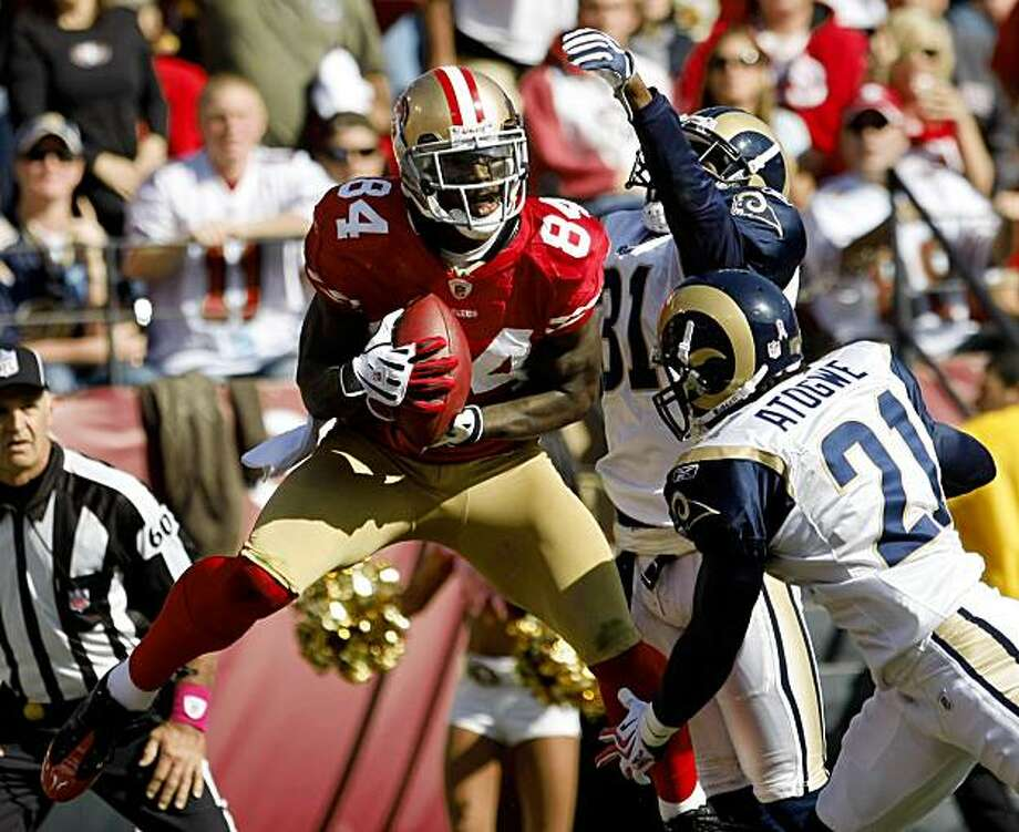 San Francisco 49ers wide receiver Josh Morgan (84) catches a 24-yard touchdown in front of St. Louis Rams cornerback Justin King (31) and safety Oshiomogho Atogwe (21) in the fourth quarter of an NFL football game in San Francisco, Sunday, Oct. 4, 2009. (AP Photo/Paul Sakuma) Photo: Paul Sakuma, AP