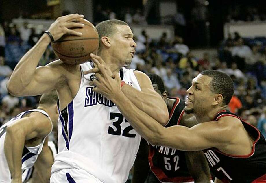 Sacramento Kings forward Francisco Garcia, left, pulls the ball away from the reach of Portland Trail Blazers guard Brandon Roy during the first quarter of an NBA preseason basketball game in Sacramento., Calif., Wednesday, Oct. 7, 2009. (AP Photo/Rich Pedroncelli) Photo: Rich Pedroncelli, AP