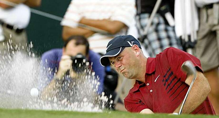 Stewart Cink hits from the sand on the 18h green during the second round of the Tour Championship golf tournament  at East Lake Golf Club, on Friday, Sept. 25, 2009, in Atlanta. (AP Photo/John Bazemore) Photo: John Bazemore, AP
