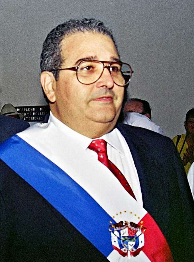 (FILE) Picture taken on December 27, 1989 of Panamanian President Guillermo Endara arriving at the presidential palace in Panama City. Endara, who was the first president of Panama (1989-1994) after the 1989 US invasion, died of health problems at the age of 73, on September 28, 2009.  AFP PHOTO/CAMILO JIBSON (Photo credit should read CAMILO JIBSON/AFP/Getty Images) Photo: Camilo Jibson, AFP/Getty Images
